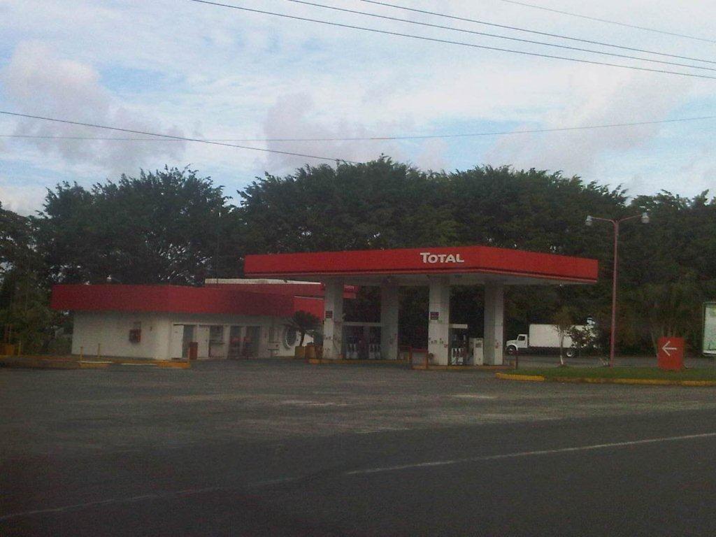 Protection de stations-service au Costa Rica par des paratonnerres Dat Controler®Plus